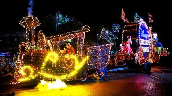 Main Street Electrical Parade 01
