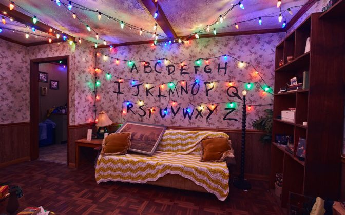 FIRST LOOK:Confira fotos da casa de Stranger Things no Halloween da Universal Studios
